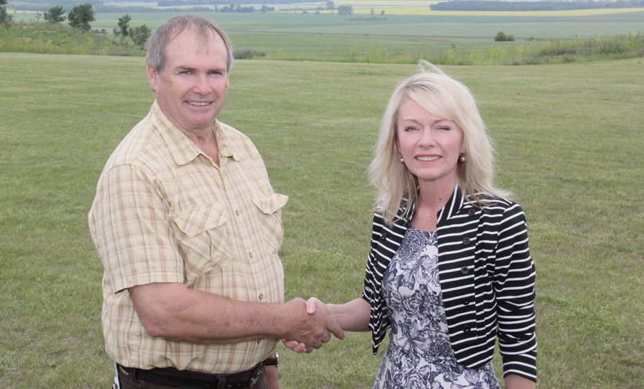 Murray Seymour, chair of the Pembina Valley Conservation District, and Candice Bergen, MP Portage Lisgar and minister of state social development, shake hands at Alexander Ridge Park atop the Manitoba Escarpment west of Miami, Man. July 8, following the announcement of the new Escarpment Habitat Protection Program. Landowners along the Manitoba Escarpment between the border and Riding Mountain National Park are being sought to voluntarily preserve their property, or parts of it, in a natural state in return for a one-time payment or tax receipt.