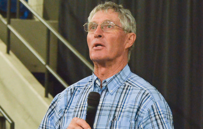 Tom Noffsinger introduces the basics of low-stress cattle handling during a talk in Brandon Oct. 16.