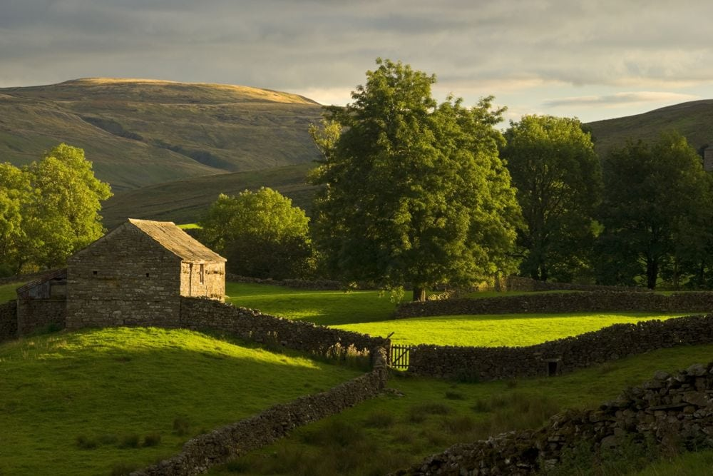 A traditional stone barn in Swaledale, Yorkshire. (JayKay57/Getty Images)