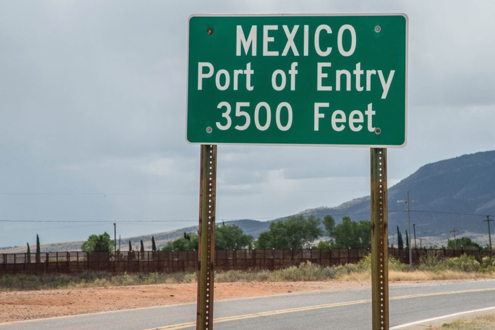 A Mexican port-of-entry sign on Highway 92 near Naco, Arizona. (Rex_Wholster/iStock/Getty Images)
