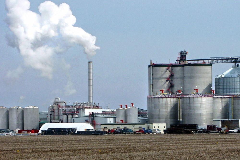 The Big River Resources ethanol plant at West Burlington, Iowa, about 120 km southwest of Davenport. (Steven Vaughn photo courtesy ARS/USDA)