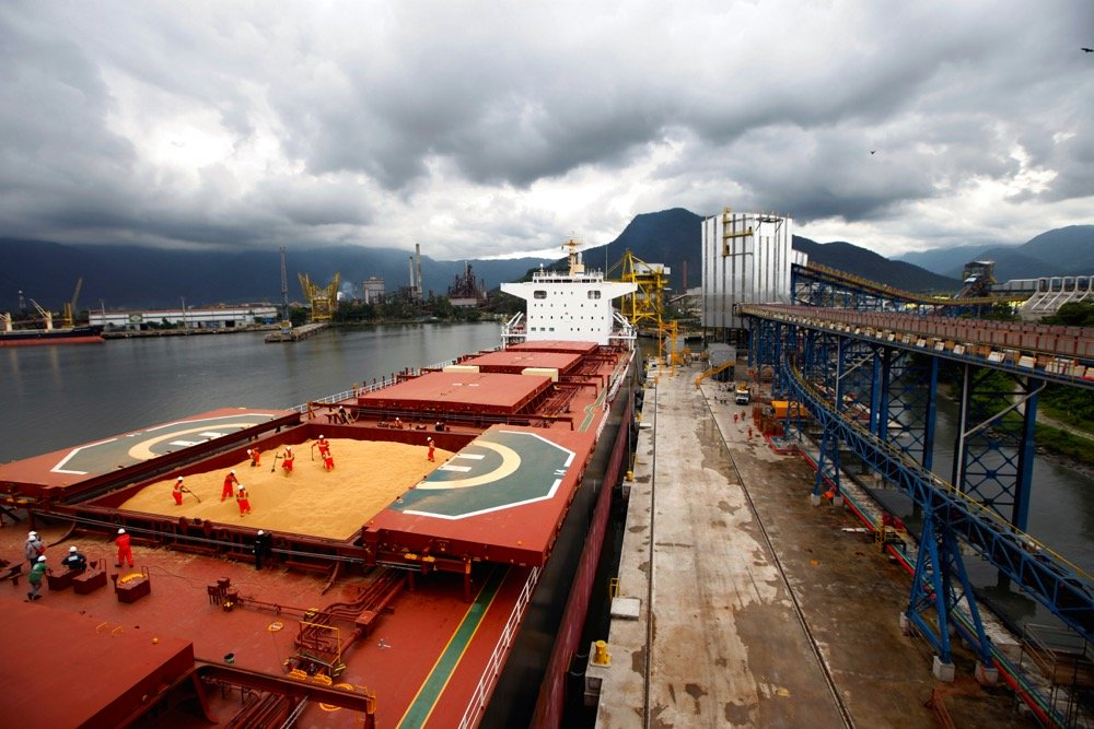 A cargo ship is loaded with Brazilian soybeans bound for China. (Photo: Reuters/Paulo Whitaker)
