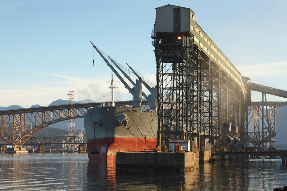 Loading grain on a vessel at a Burrard Inlet terminal. (Maxvis/iStock/Getty Images)